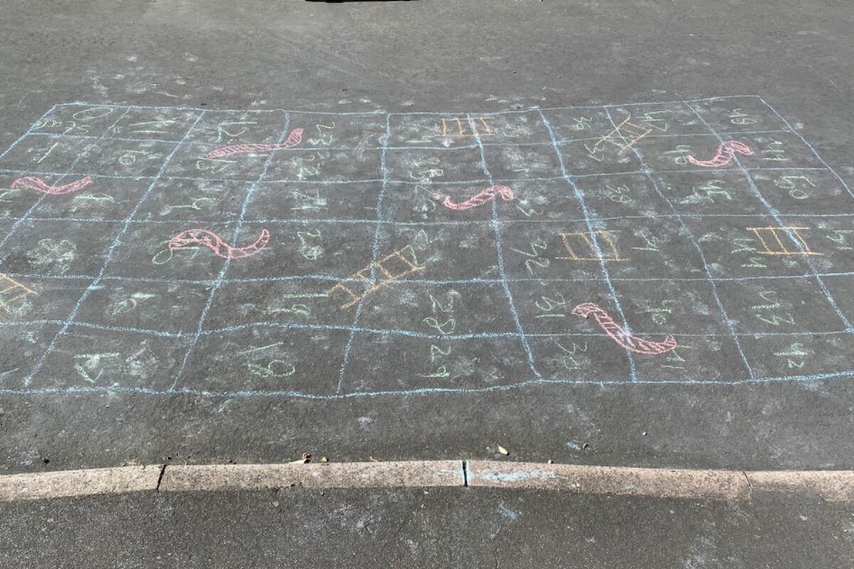 Chalk noughts and crosses on a pavement