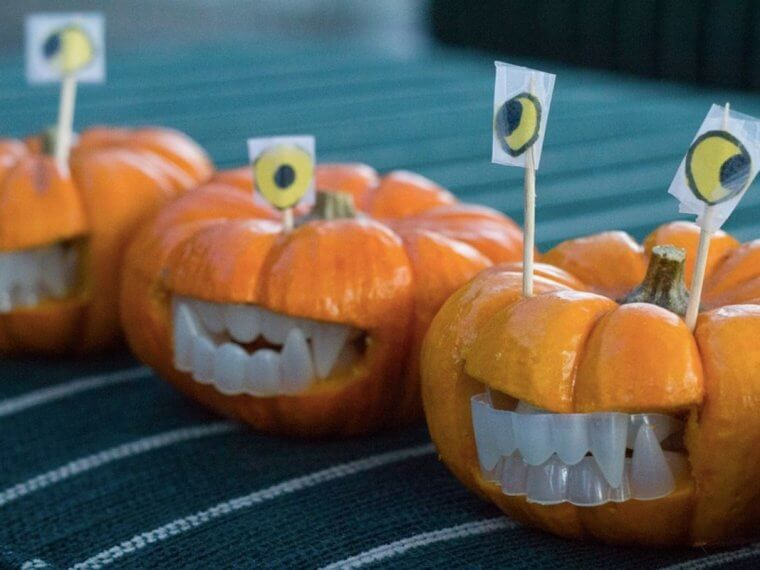 Pumpkins with false teeth