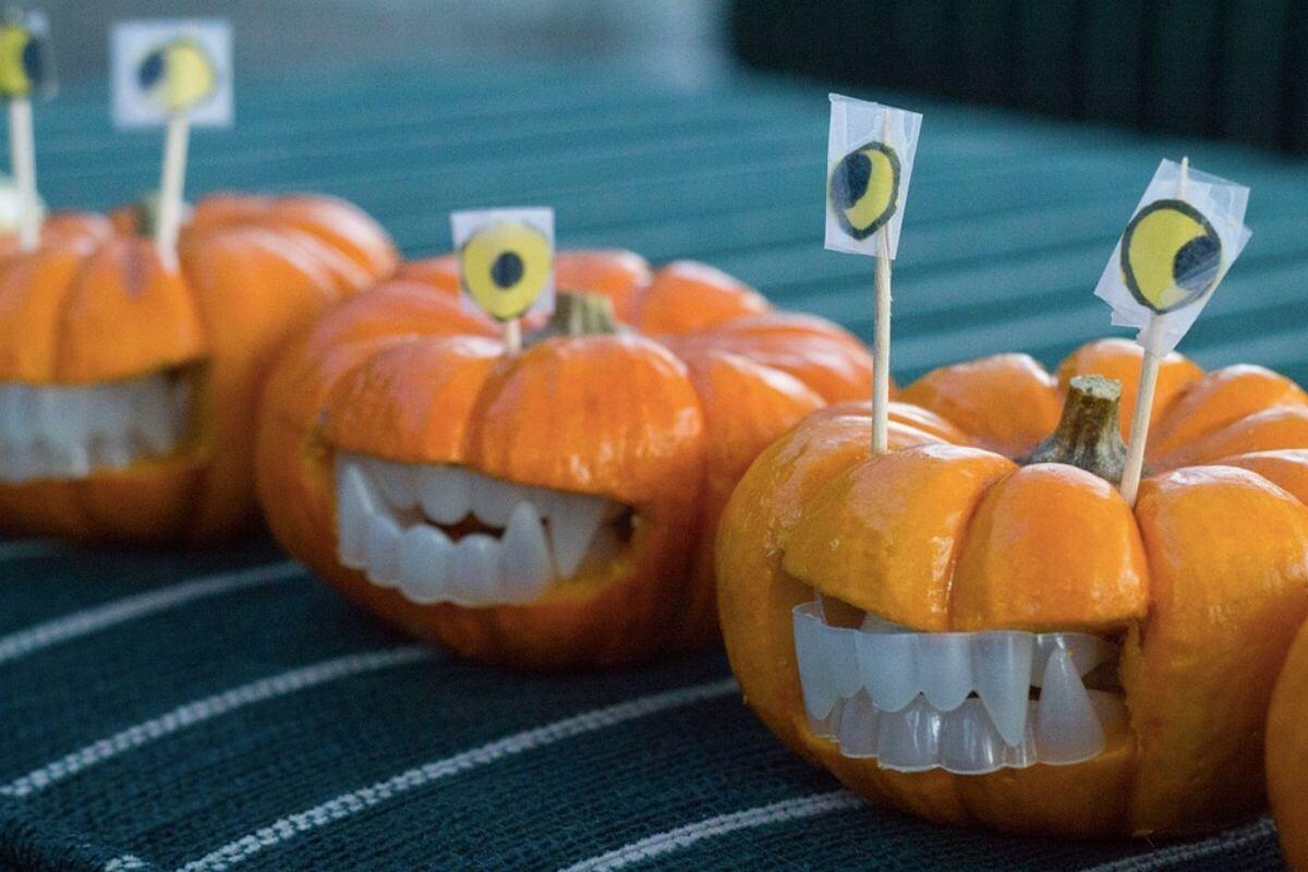 Pumpkins with false teeth